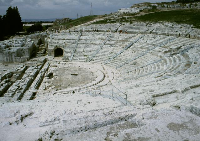 characteristics of the ancient greek theatre Students will identify characteristics of greek theater  adapt a modern story into ancient greek theatrical style  milly s theatre past and present.